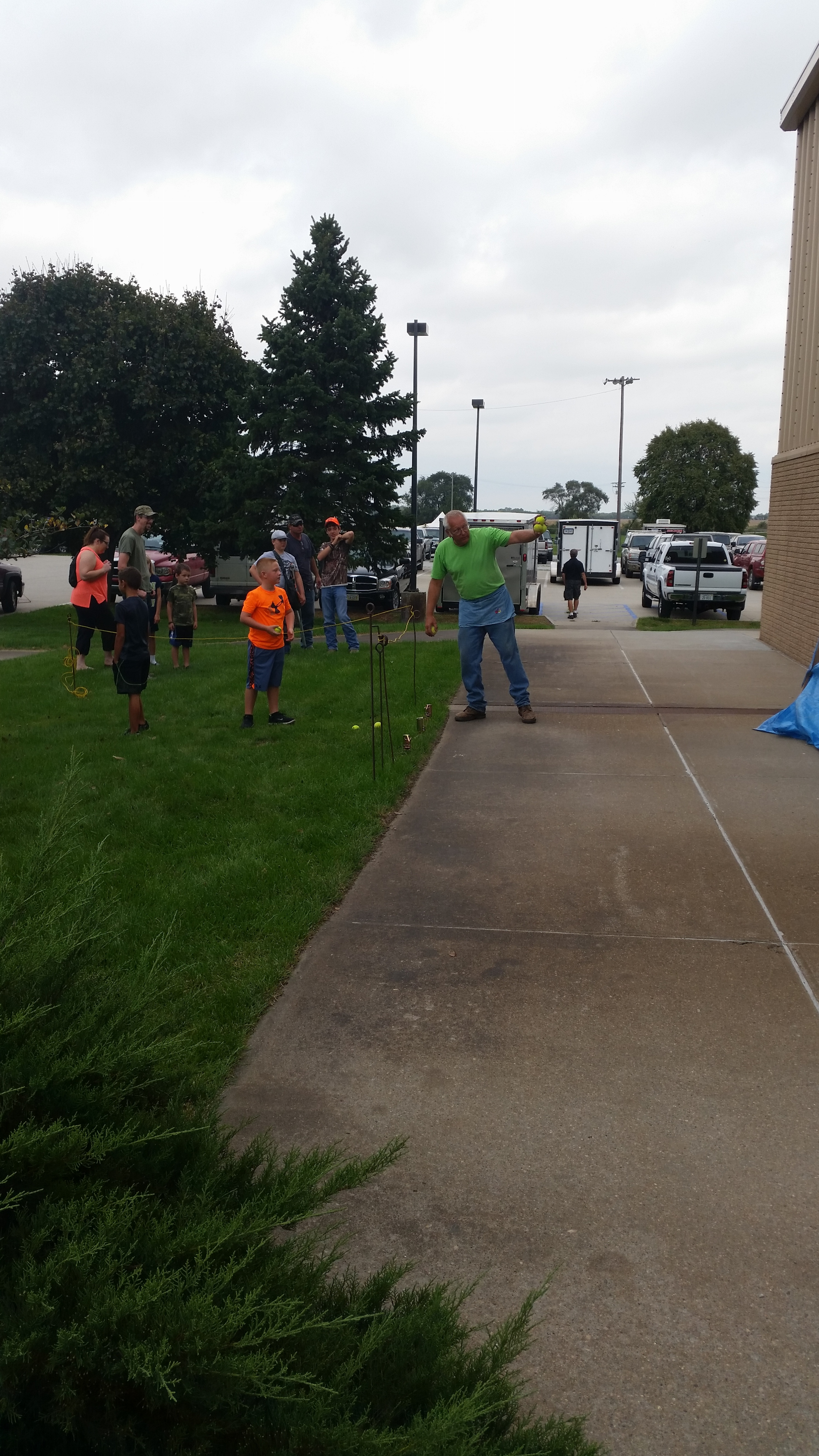 Kids trap toss